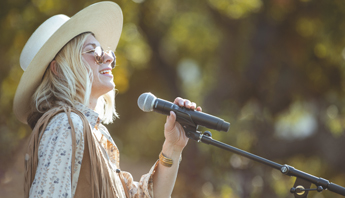 Singer/songwriter Brooke White performs in Thousand Oaks, CA wearing Bed|Stü's Filly II handmade leather boot.