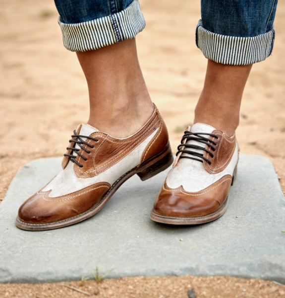 Close shot of a woman wearing cuffed jeans and two toned Bed Stu Shaula lace up oxfords in Tan Rustic Nectar Lux color